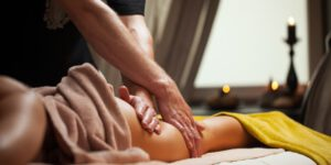 Women can book an erotic massage in London - interview about the job with a male massage therapist. Picture by:Racool_studio - de.freepik.com